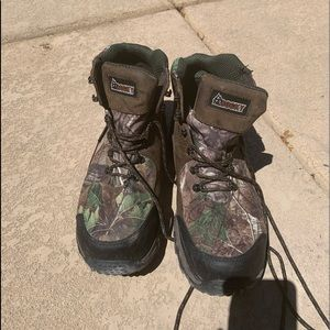 Men's Camouflage Rocky hiking boots barely worn